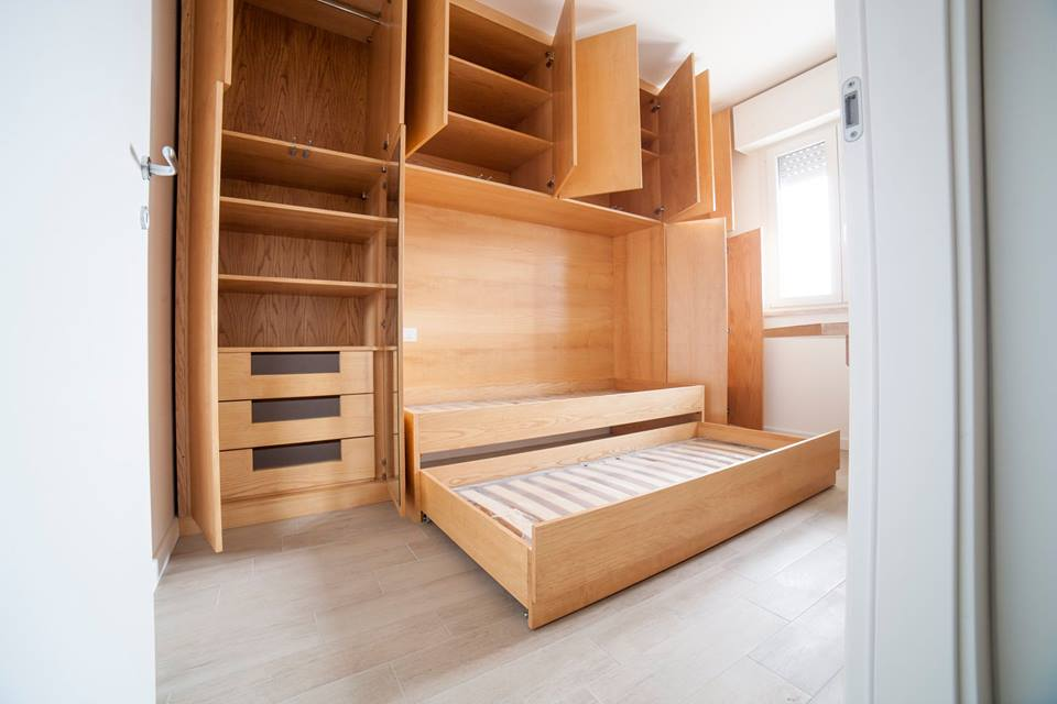 Camere da letto con libreria libreria a muro with camere - Testiera letto libreria ...