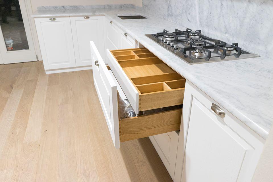 Cucina classica in rovere roma cucina su misura for Cucina e roma